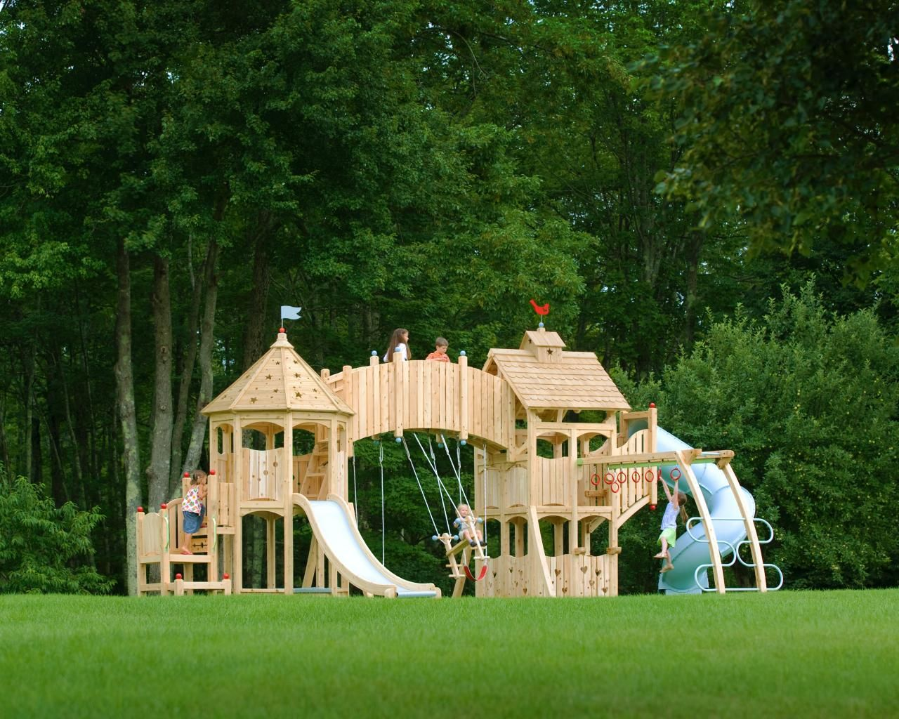 Charmant This Kid Friendly Backyard Features A Cedar Playset Outfitted With Slides,  Swings And Plenty