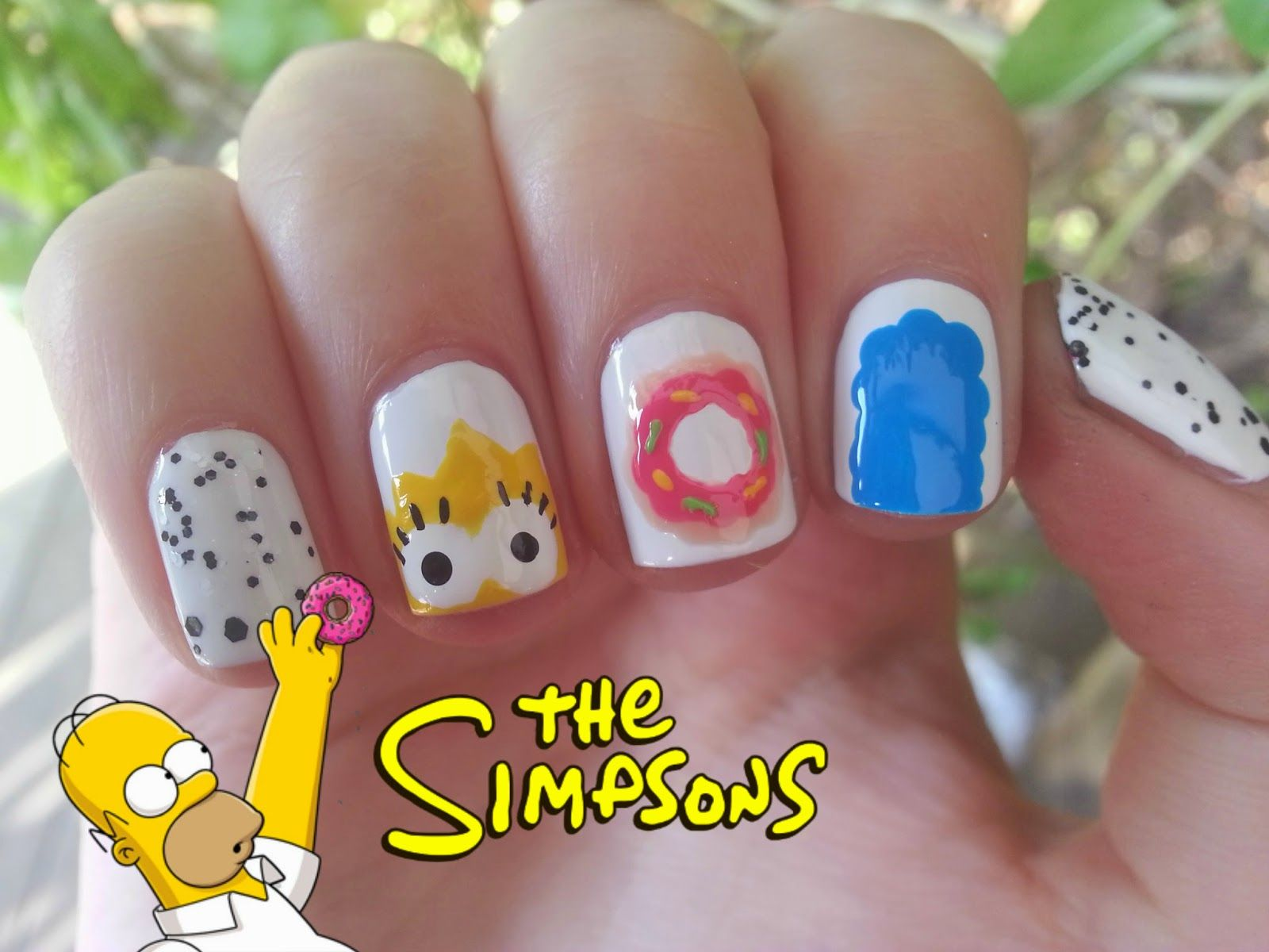 """Nice Nails: The Simpsons """"Mmh.. Donuts"""""""