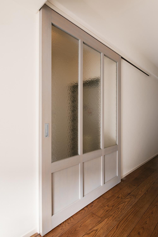 Ldk入口 すりガラスの造作引き戸 K邸 最大限の空間を確保した上質な
