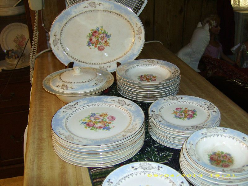 Homer laughlin royal splendor 22k gold 69 piece vintage homer laughlin royal splendor 22k gold 69 piece vintage dinnerware set picclick fandeluxe Images