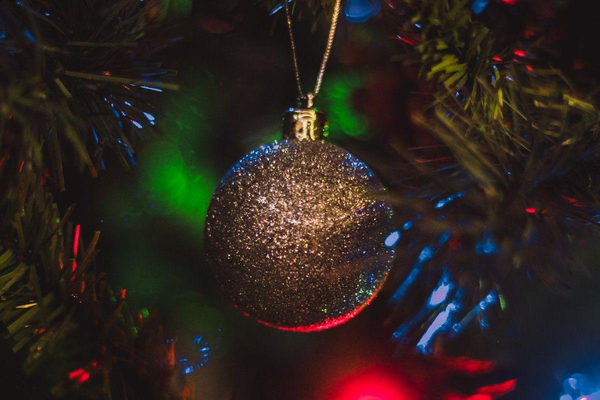 صورة عالية الدقة مجانية لعيد الميلاد رأس السنة شجرة عيد الميلاد كرة إكليل أضواء شتاء Christmas Bulbs Christmas Ornaments Holiday Decor