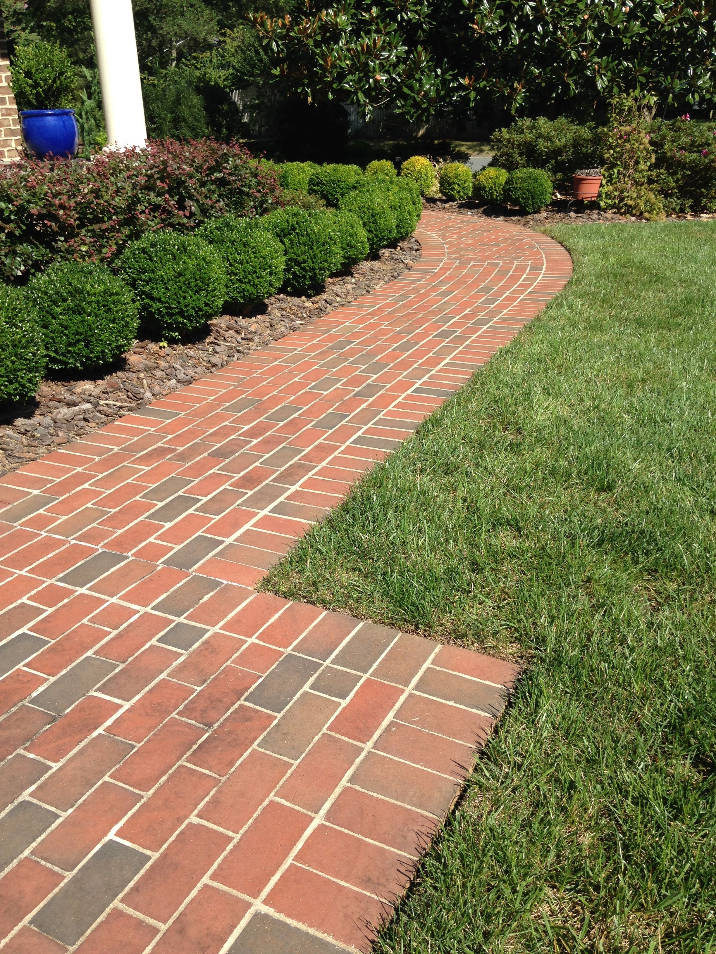 Landscape Your Yard With Brick Paths And Patios With Curves And Straight Lines Shown Here Pathway Full Range Pavers Brick Path Front Yard Paver Walkway
