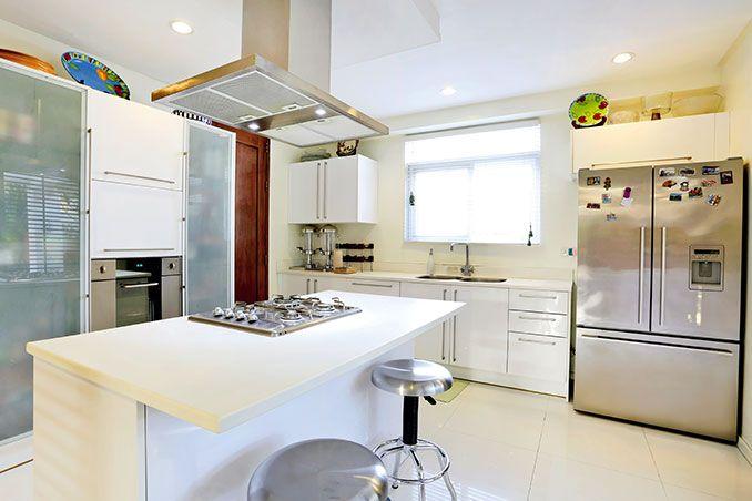 Best Nikki Gil S Modern Tropical Three Storey House In Las 400 x 300