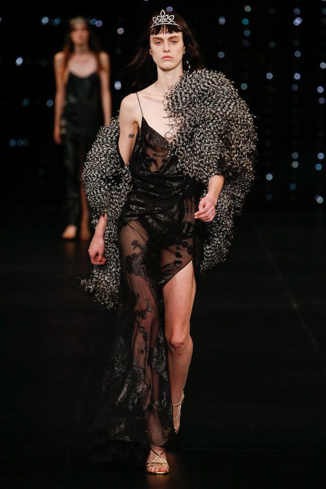 9a9bbecec3b Saint Laurent Spring 2016 Ready-to-Wear Fashion Show - Sarah Brannon (OUI)