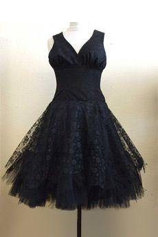22dcc0e1a67a Robe Gothique Lolita Victorien Ample Dentelle Noeud Noir chez Belldandy  Girly Stuff
