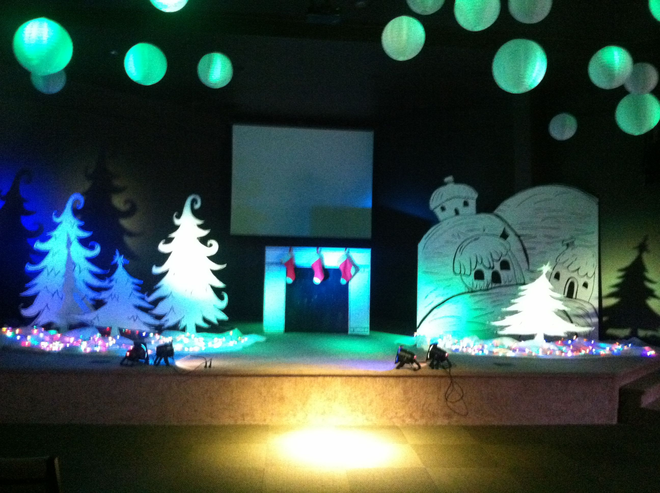 the christmas trees are simple yet very pretty simple stage decorations school decorations - Christmas Stage Decorations