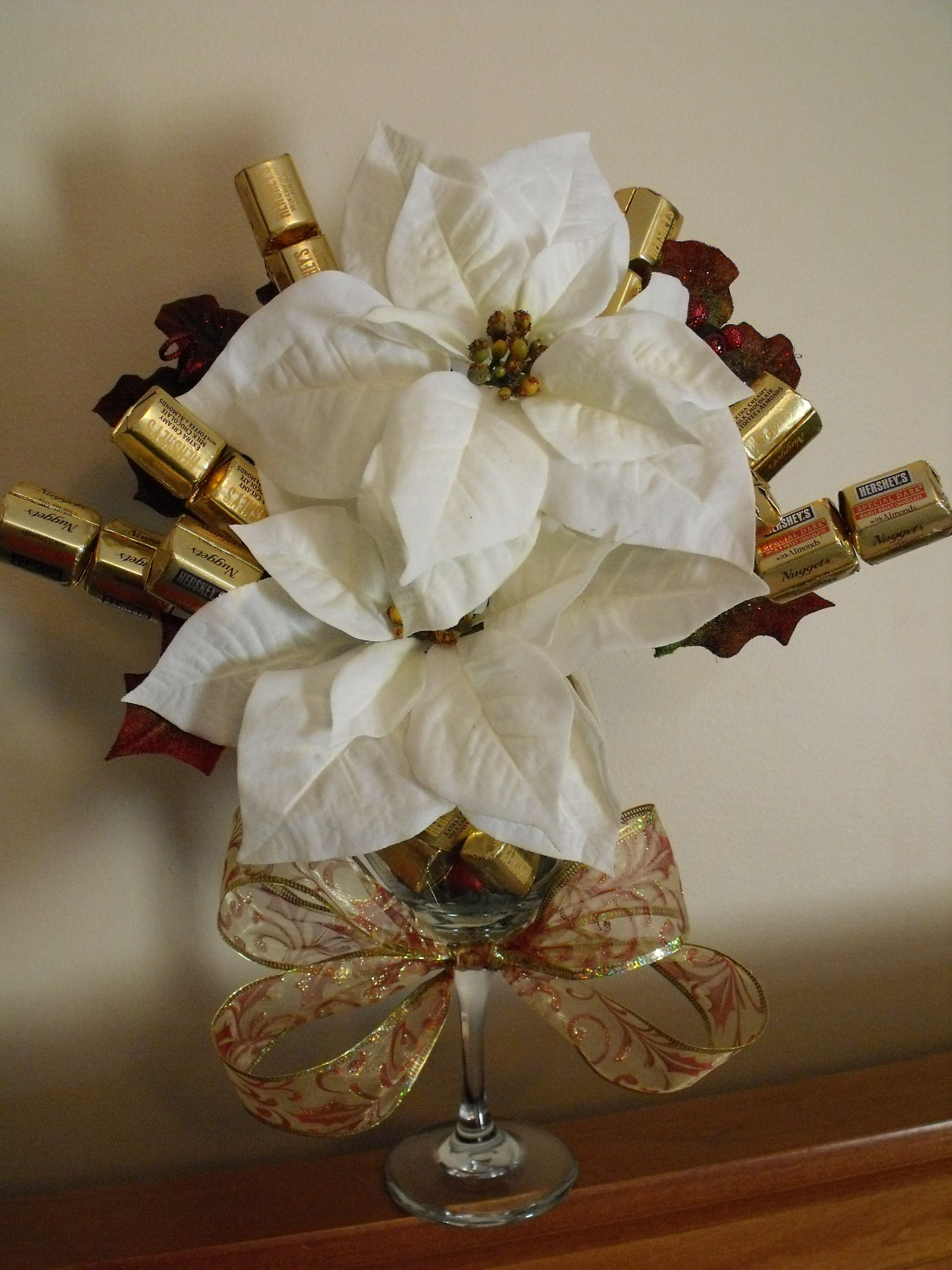 Chocolate bouquet on pinterest candy flowers bouquet of chocolate - Directions To Make A Poinsetta Chocolate Bouquet In A Wine Glass Nice Little Gift