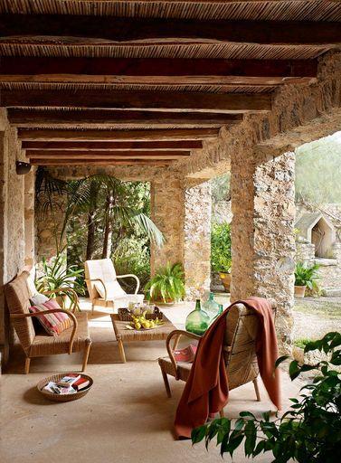 Terraza De Son Gener Finca Del Siglo Xxviii Porches De Casas Casas Rusticas De Piedra Casas De Piedra