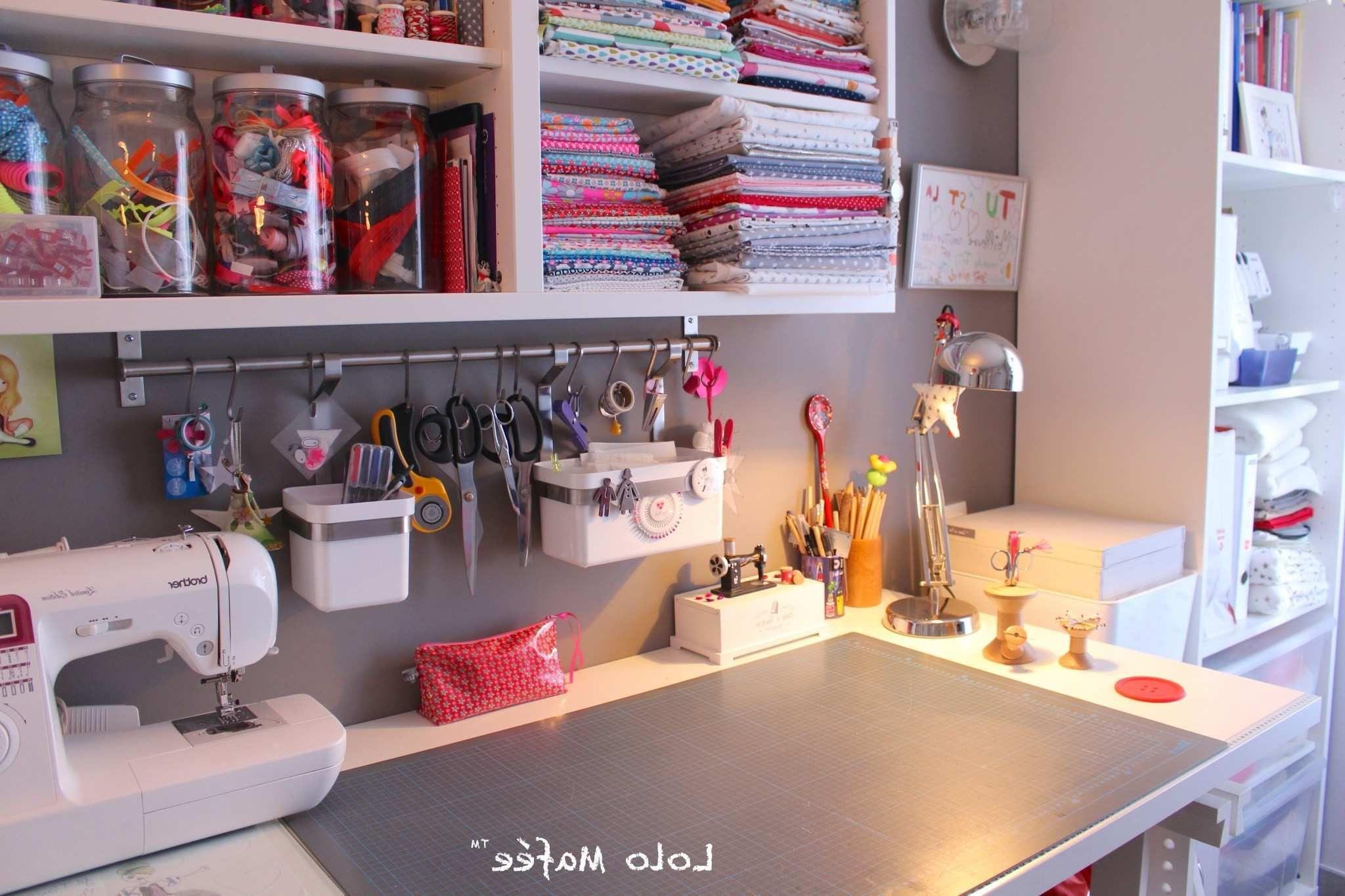 Rangement Atelier Couture Ikea Unique Deco 12 Idees Pour Amenager Son Atelier Couture Dans Un Petit Sewing Room Organization My Sewing Room Pegboard Storage