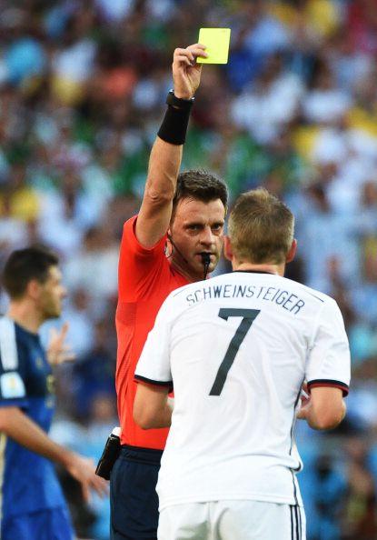 Italian Referee Nicola Rizzoli L Shows A Yellow Card To Germany S Midfielder Bastian Schweinsteiger R Dur Schweinsteiger Soccer Referee Fifa 2014 World Cup