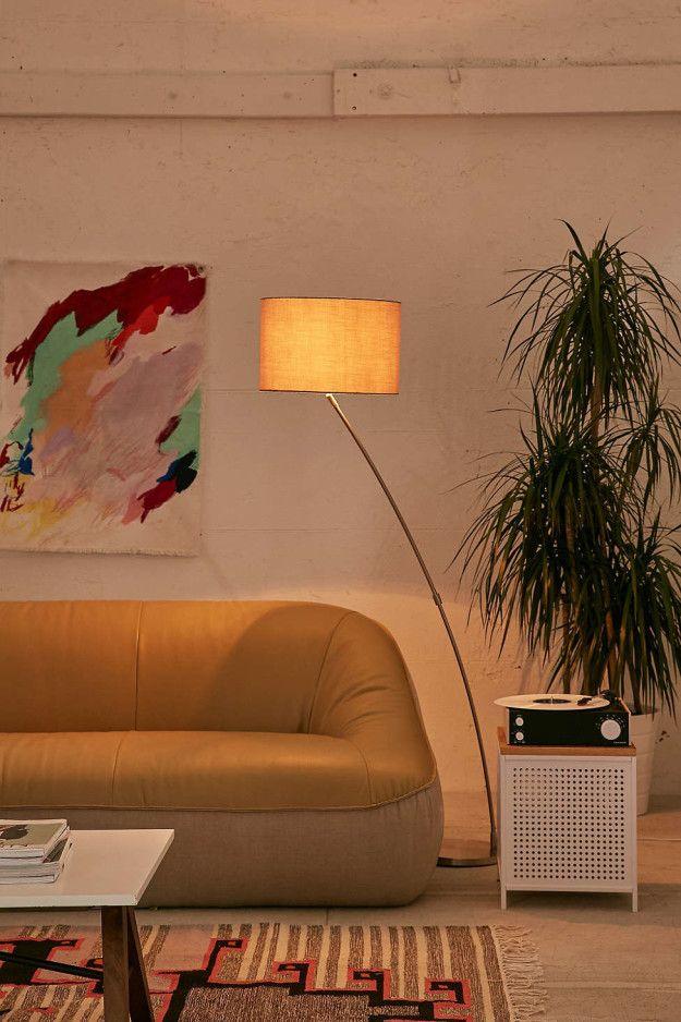 Elige lámparas que den luz de manera indirecta. | 18 Formas estúpidamente fáciles de hacer ver tu casa más lujosa