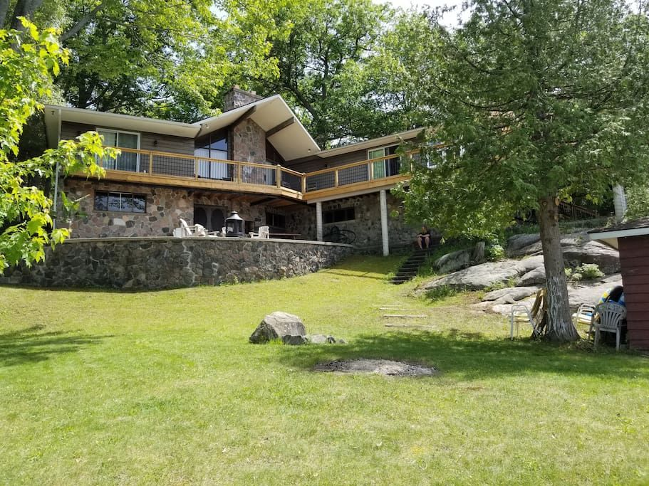 Strange Muskokas Granite Castle Cottages For Rent In Gravenhurst Download Free Architecture Designs Scobabritishbridgeorg