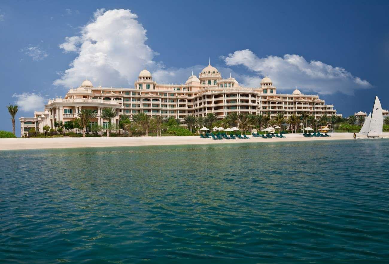 500 metres of private beach of kempinski hotel for Dubai palm hotel