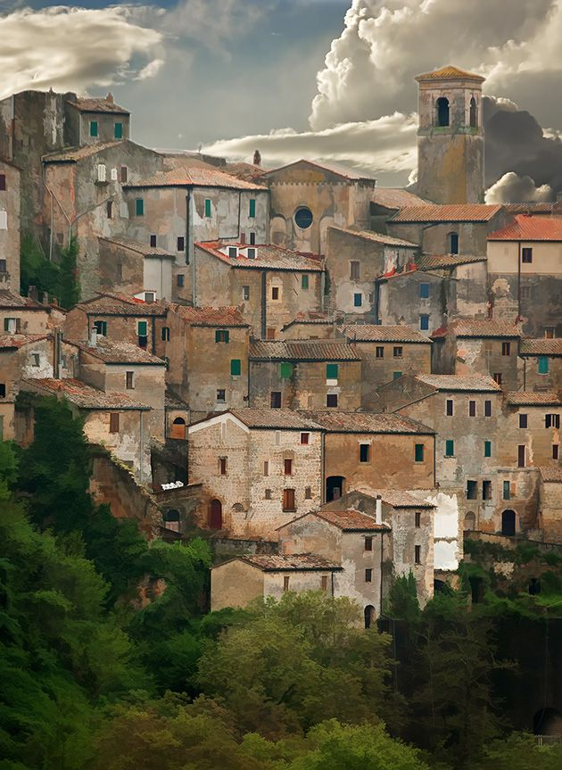 Sorano is a town and comune in the province of Grosseto, southern Tuscany (Italy).    It as an ancient medieval hill town hanging from a tuff stone over the Lente River.