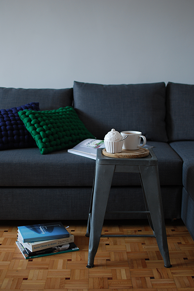 pretty pleasure. Zielono mi, szmaragdowo. sofa Home