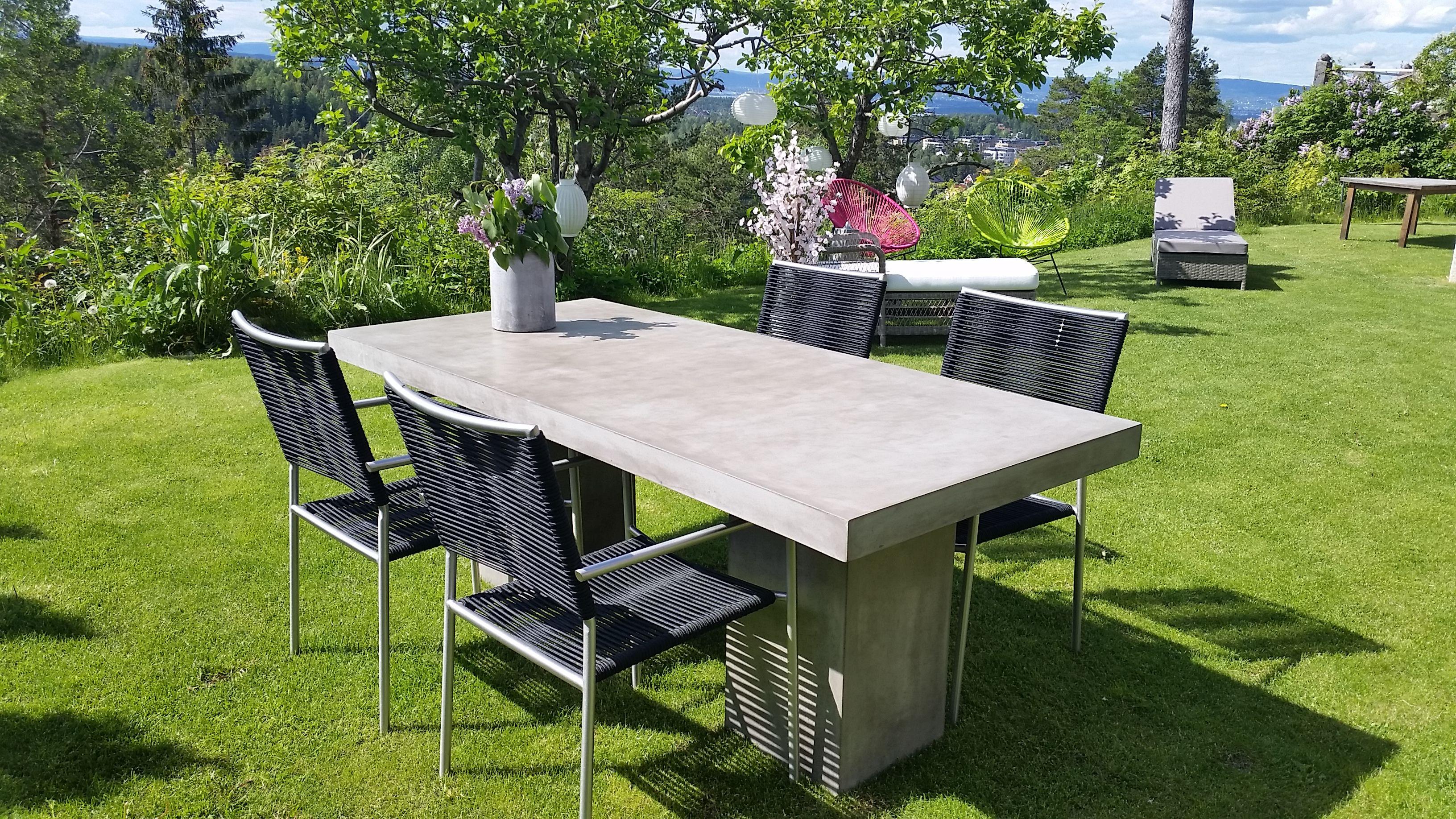 Bord i fiber cement. Kando table: Lengde 200 cm, bredde 90 cm og høyde 76 cm. For mer info og bestilling: www.krogh-design.no