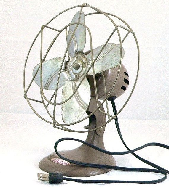 Old metal blade and oscillating fan. These have gone out of style. Very  collectible. Desk FanVintage ... - Old Metal Blade And Oscillating Fan. These Have Gone Out Of Style