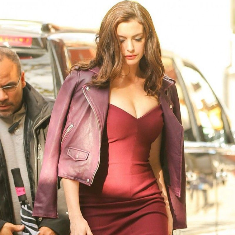 anne hathaway giacca di pelle