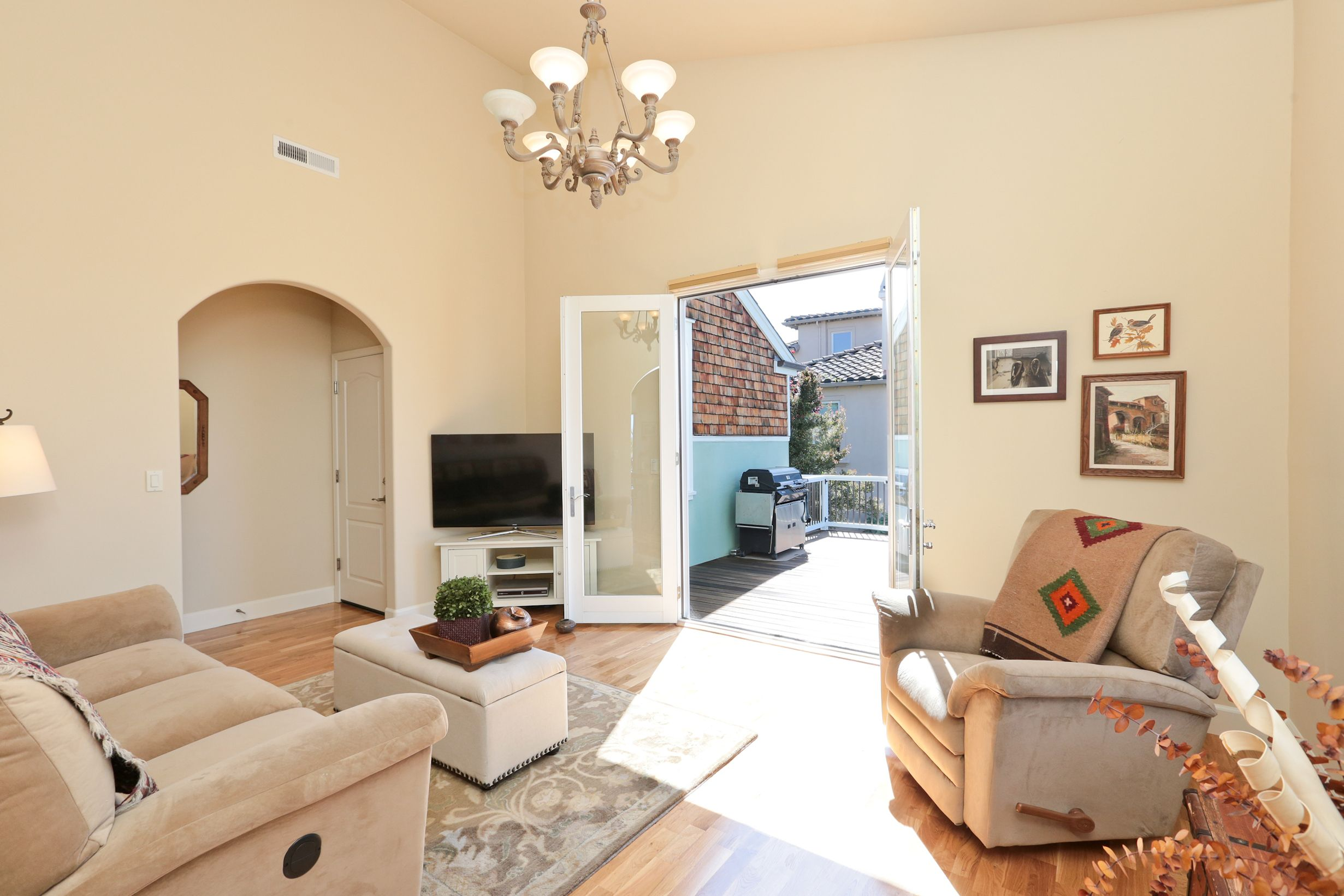Family Sitting Room Just Off The Kitchen Dining Area Offers A Quiet Solitude For