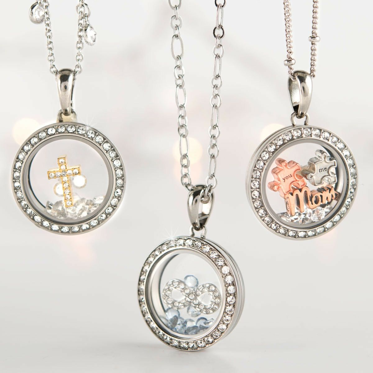 Introducing Our New Petite Living Locket Chrissy Describes The Size As Shmedium Bigger Than A Mini Smaller Than The Med Mom Jewelry Jewelry Original Jewelry
