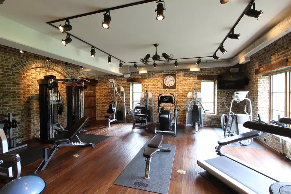 29 Creative Home Gym Ideas 2020 ブルックリンスタイル リビング