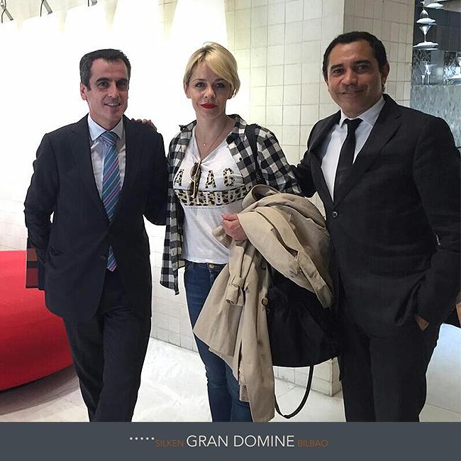 La actriz María Adánez ha estado recientemente en el Hotel Silken Gran Domine Bilbao. En la foto junto al director del hotel, Raúl Fernández, y con el director de alojamiento, Ángel Díaz. ¡Vuelve pronto María! http://www.hoteles-silken.com/hoteles/gran-hotel-domine-bilbao/