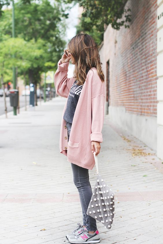 14 Outfits casuales y fashionistas con tenis New Balance | Jeans grises Jeans y Gris