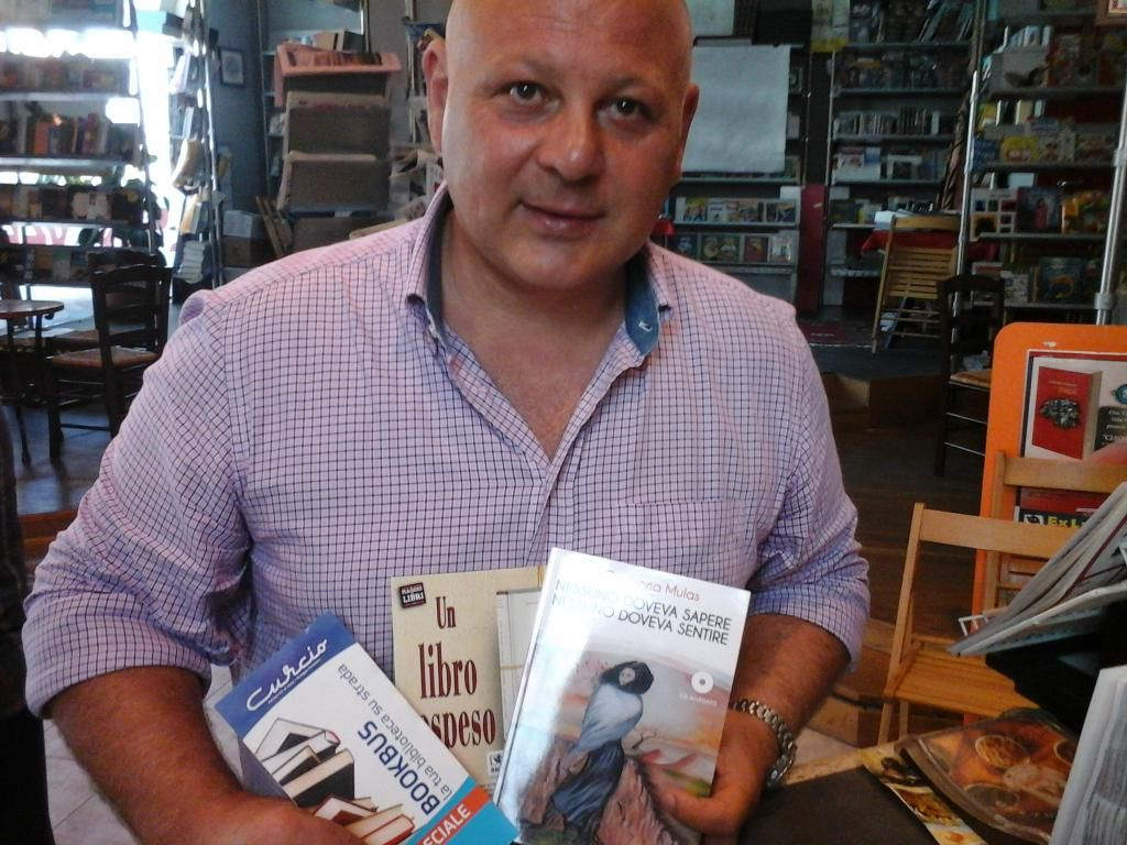 """La carezza al @LibroSospeso è un omaggio @GiovannaMulas """"La s'accabadora merita rispetto, è MadreNatura.."""