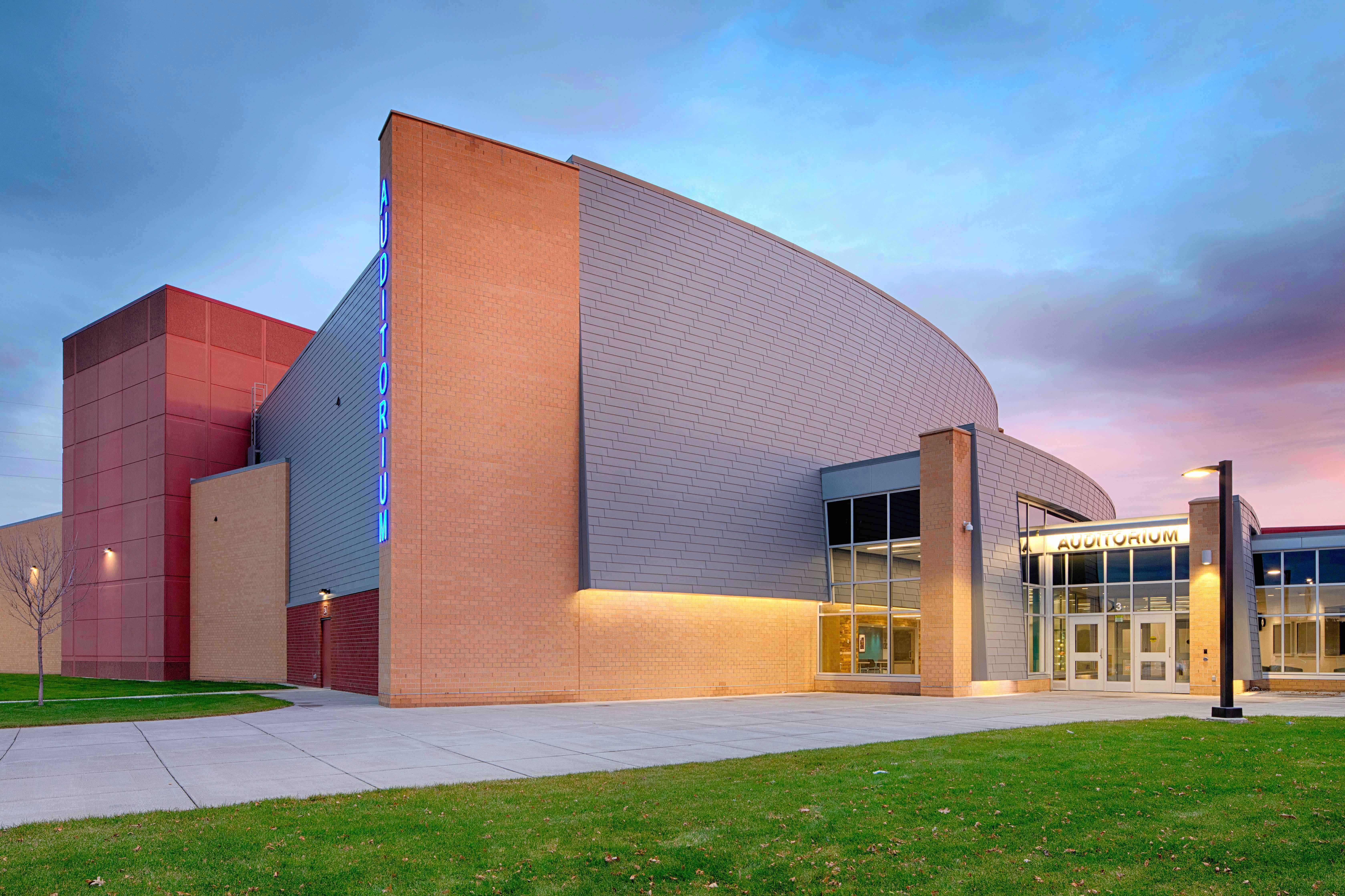 Stahl Education Design Zimmerman High School And Middle School Elk River Mn The Brightly Lit Facade Architecture Education Architecture Architecture