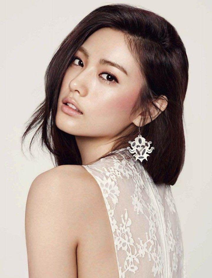 Flawless asian bridal makeup. Image via Mon Cheri Bridal
