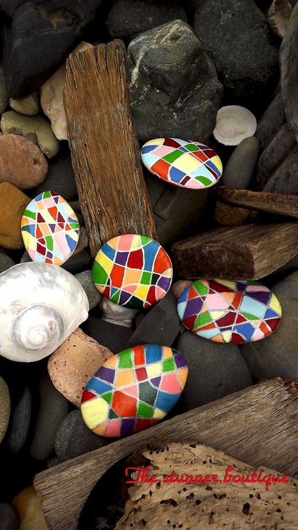 20 Gorgeous DIY Stone and Pebble Crafts To Beautify Your Life - The ART in LIFE #bastelnmitsteinen