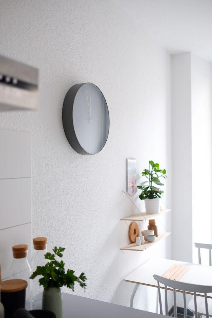 Graue Wanduhr als Blickfang in der Küche #kitchen #decor - wanduhren für die küche