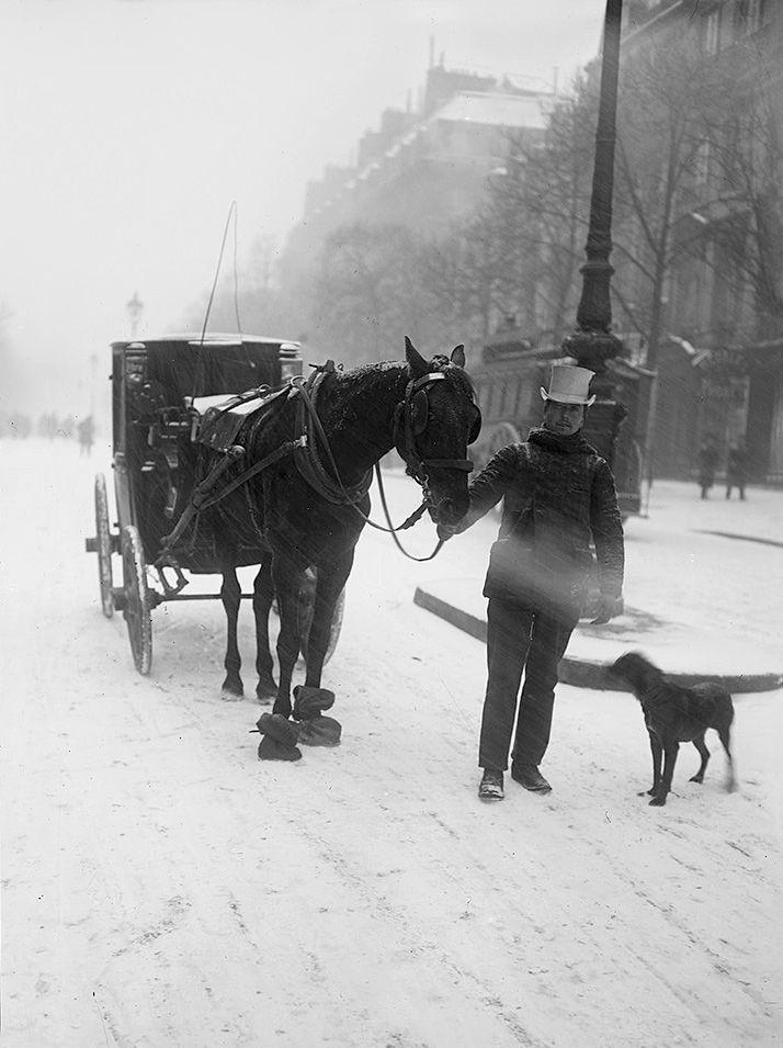 boulevard parisien sous la neige en 1908 photo vintage noir et blanc paris les plus belles. Black Bedroom Furniture Sets. Home Design Ideas