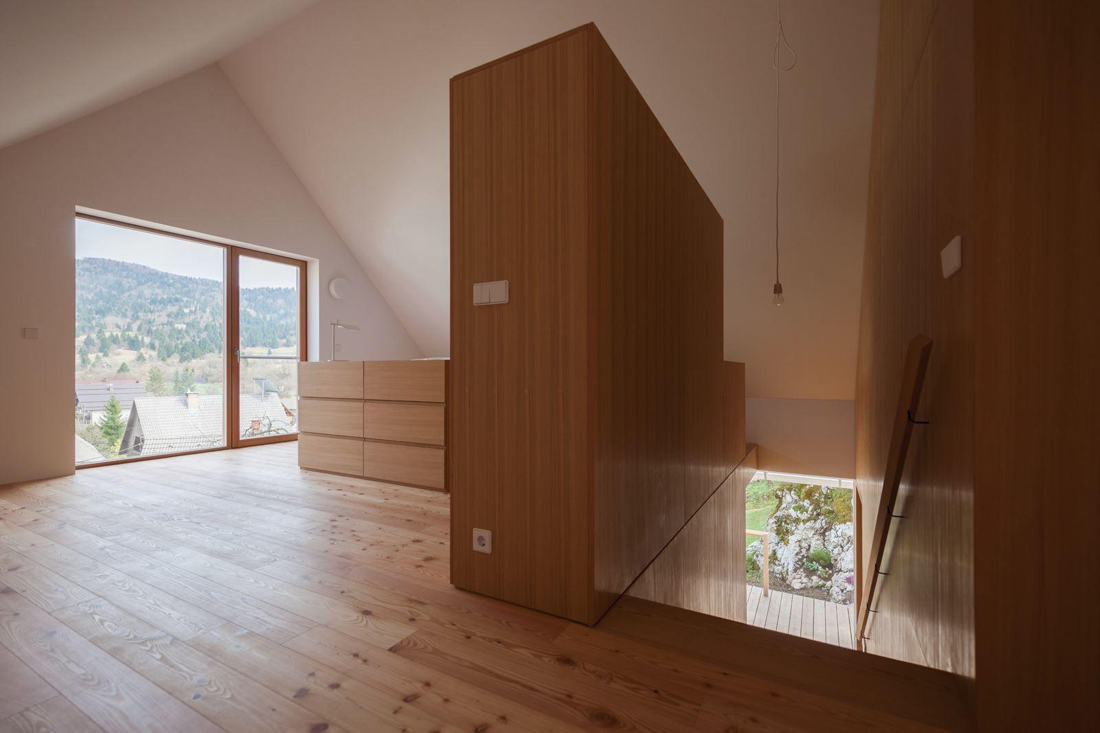 Una Casa Con Mansarda Sulle Alpi House Case Mansarda