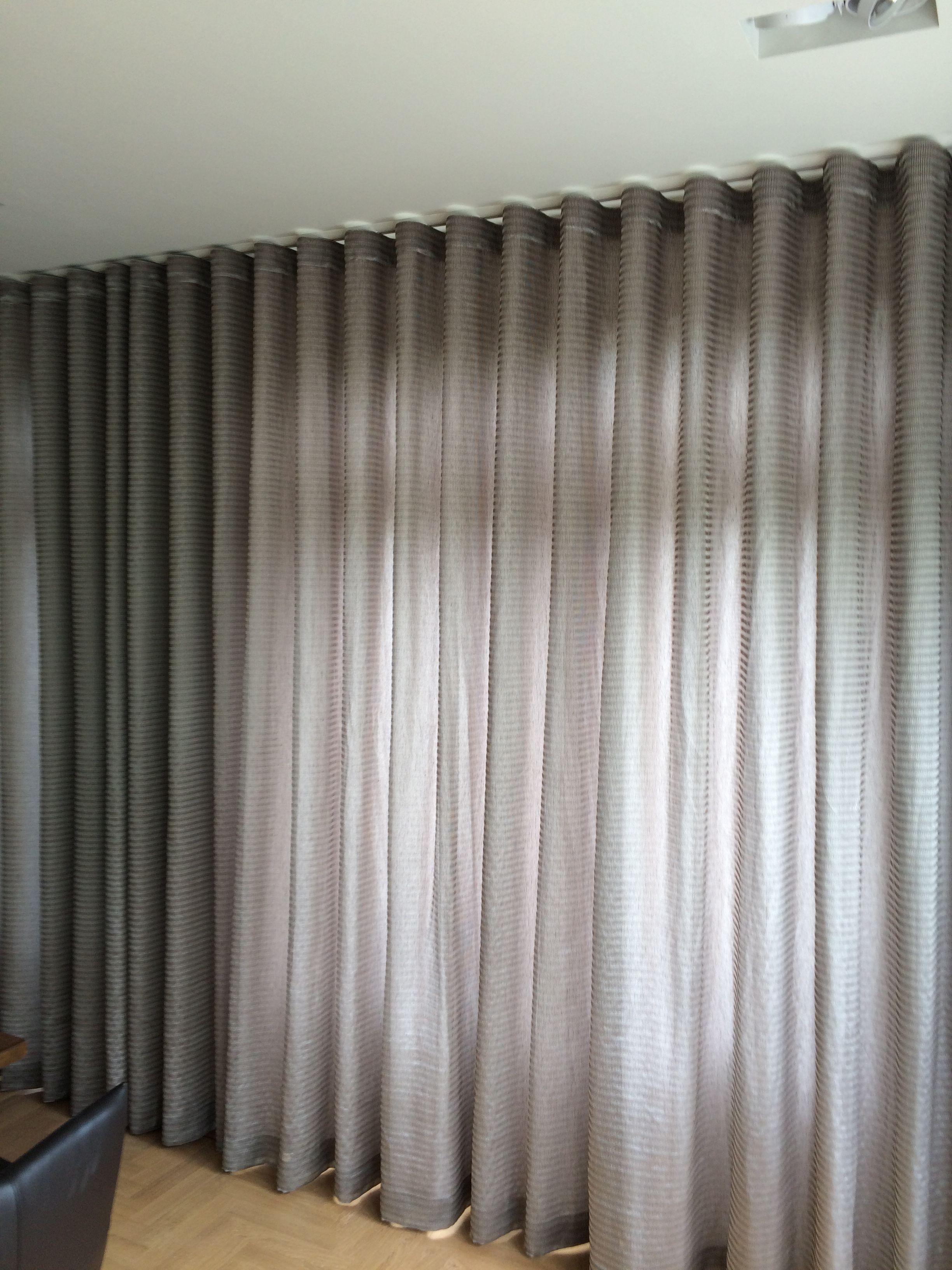 Gordijnen kamer hoog soepel vallende stof waardoor for Gordijnen stof