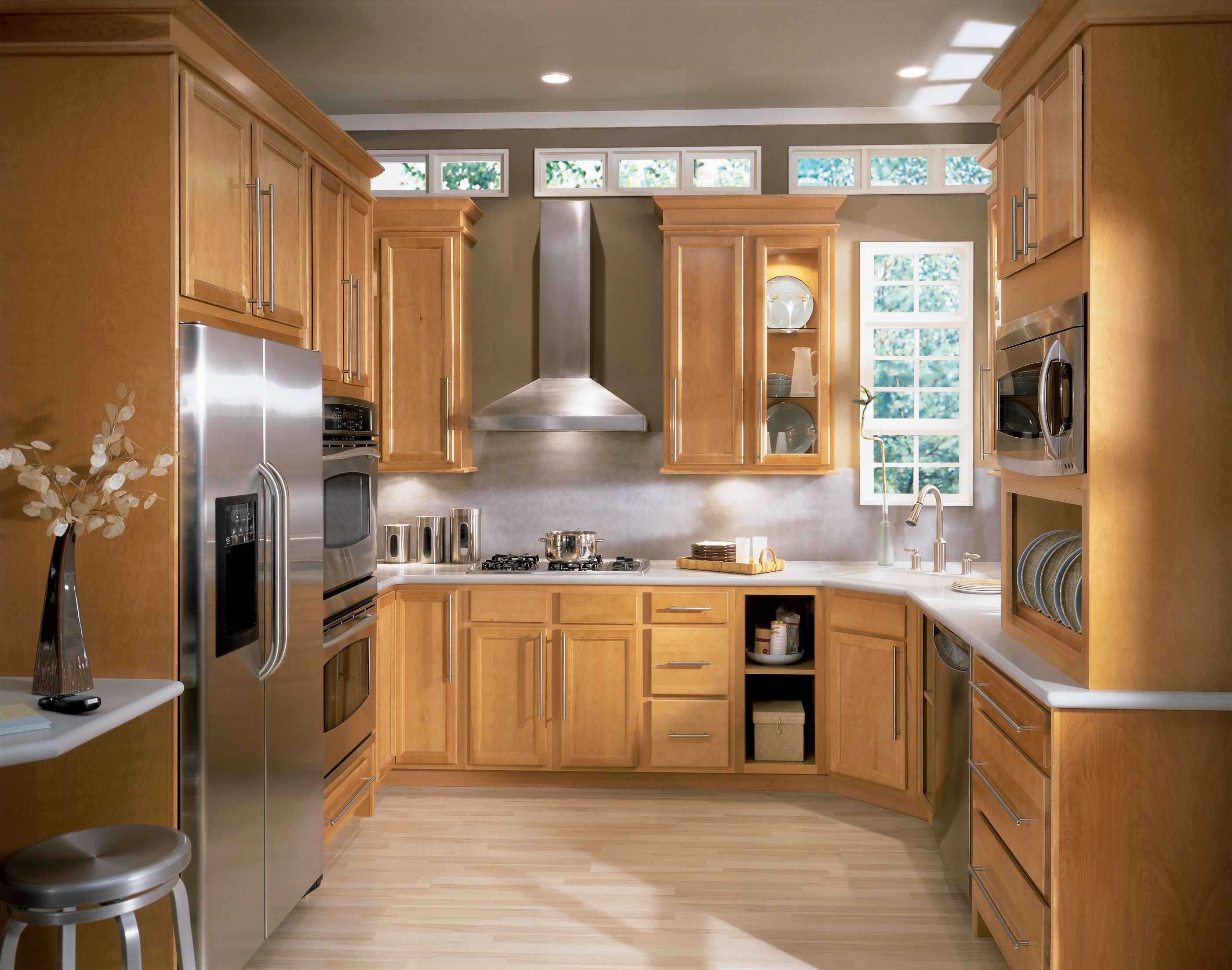 Sinclair Birch Cabinet Doors Feature A Narrow Rail Flat Center Panel And Tight Wood Grain That Com Birch Kitchen Cabinets Wood Kitchen Cabinets Kitchen Design