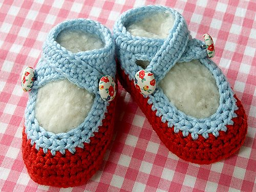 So sweet!  Love the color combination and the little buttons #baby #knitting #shoes