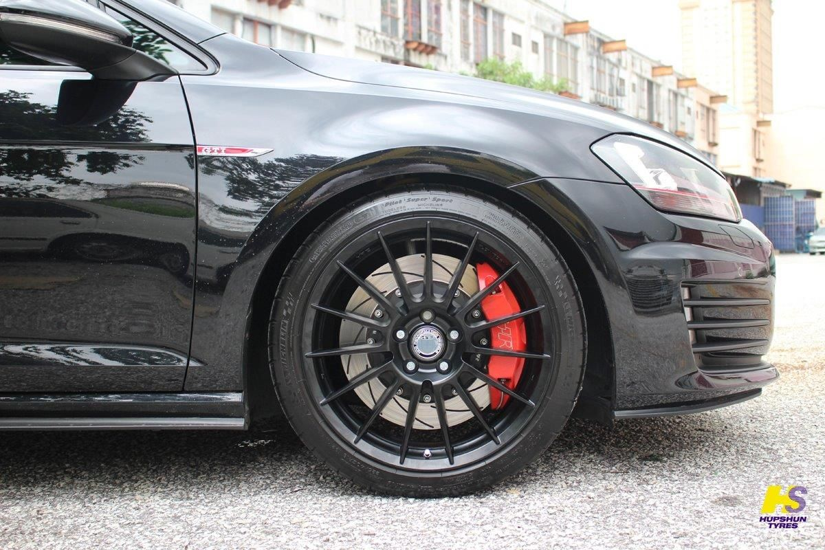 Hre ff15 in tarmac black on the vw golf