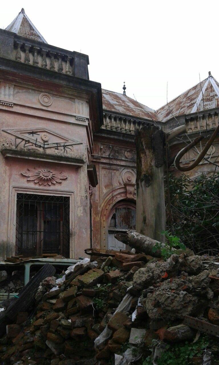 Buenos Aires, Argentina. Casa abandonada en la ciudad de