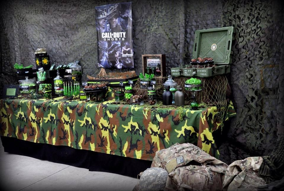 Army camouflage party featured party party ideas by for Army party decoration