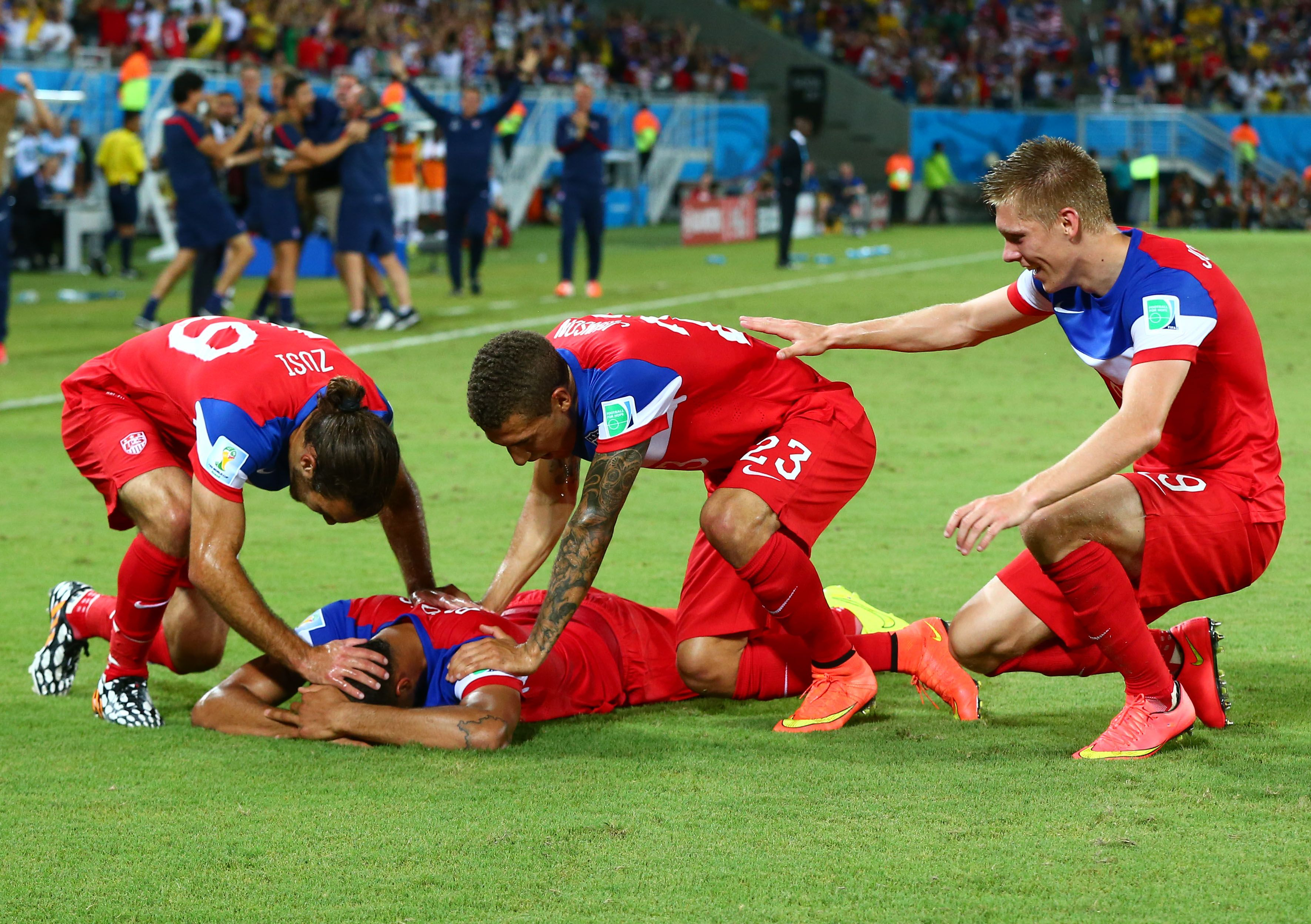 Sigurdsson strike stuns liverpool at anfield yahoo sports - John Brooks U S Stun Ghana With Late Winning Goal In World Cup