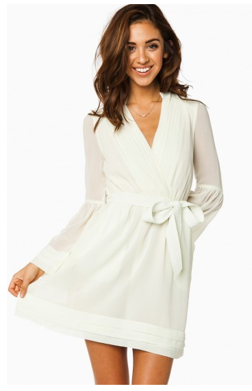 More Rehearsal Dinner Dresses This White Wrapdress Is So Simple Yet Clic Sosie