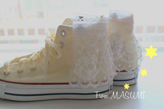 Diese Schuhclips ist verziert mit Schnürung.  Sie können Ihre Lieblings-Schuhe schmücken!  Die Schuhclips nicht Handlet Dicke Schuhe.  Dies ist nicht die Schuhe enthalten.    Bitte Email oder senden Sie mir Conv für weitere Informationen.