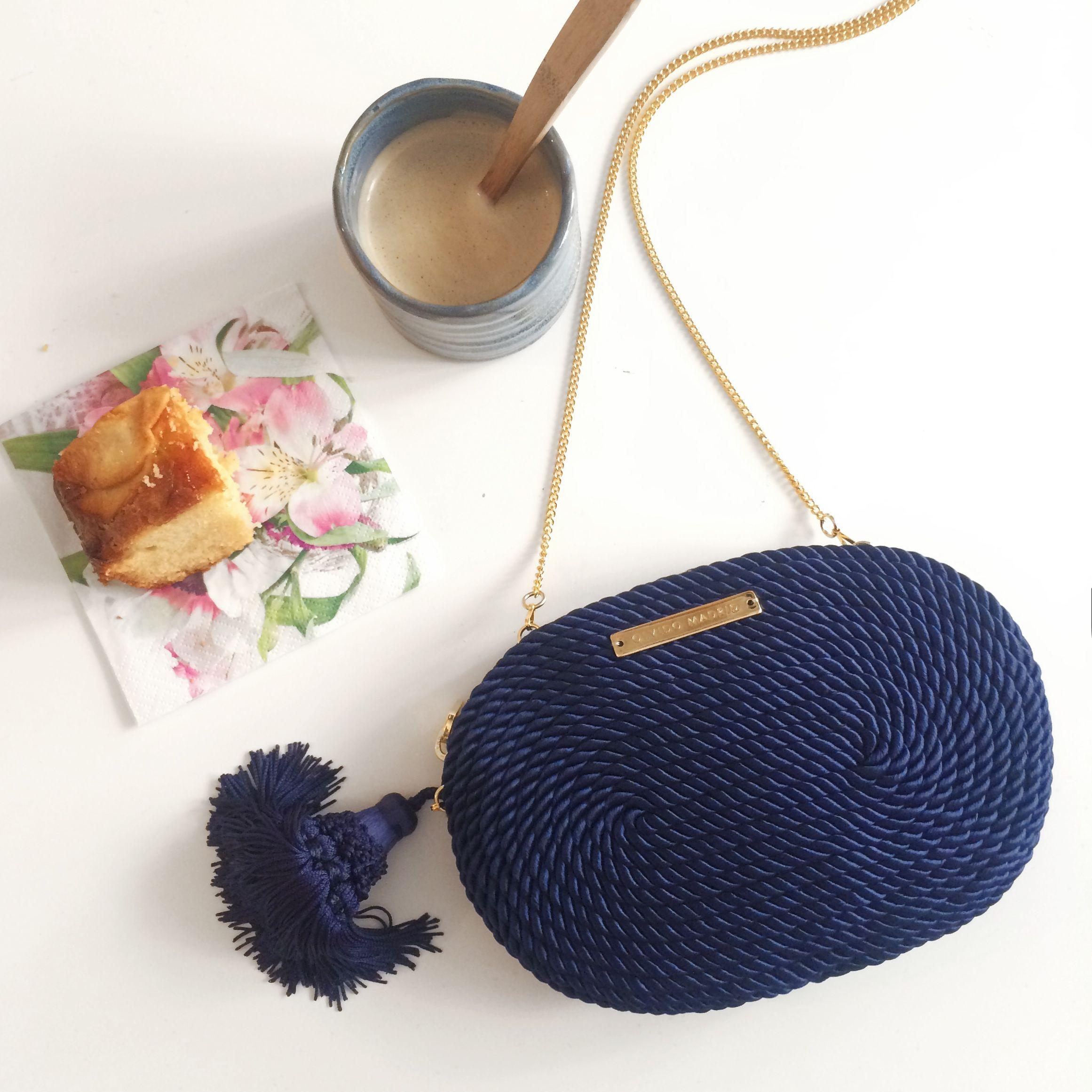 1183cb7c7 Bolso de fiesta hecho en cordón de seda | Modelo Antonia azul marino |  Diseños OLVIDO MADRID | www.olvidomadrid.es