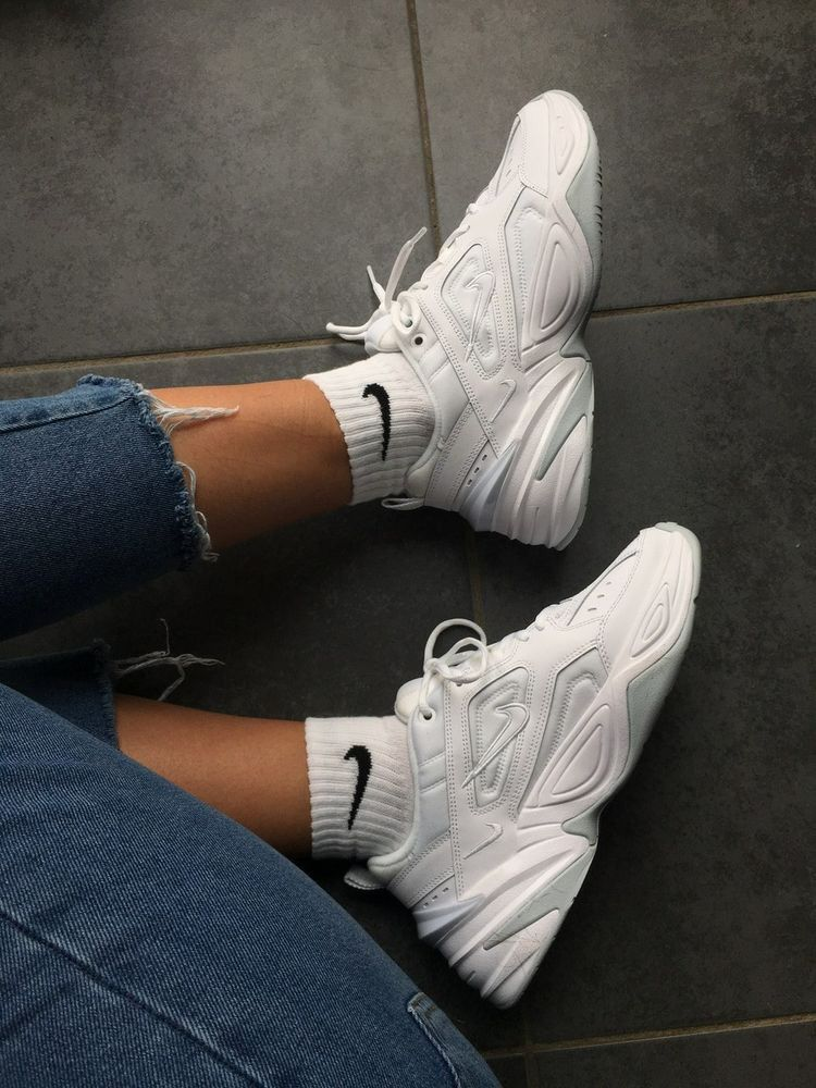white nike sneakers, always a good shoe choice. #sneakers
