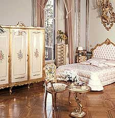 Camera da letto classica e di lusso in stile veneziano e ...