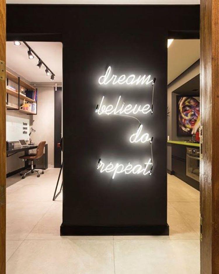 """Arquitetando Ideias no Instagram: """"Tem #projetoNOVO na fanpage do Facebook.  Confere lá: facebook.com/arquitetando.suas.ideias #arquitetandoideias #projeto #design #decor #neon"""""""