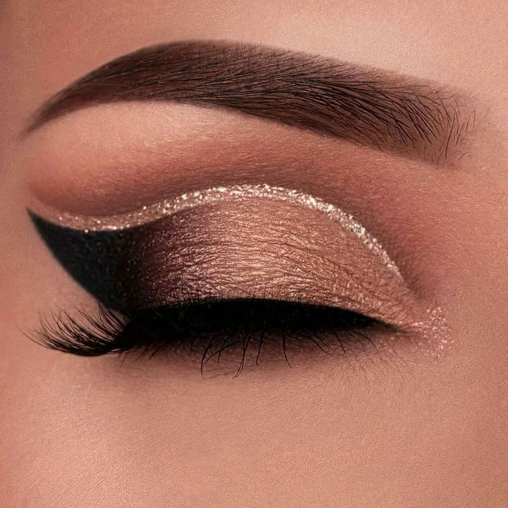 "Makeup-Ideen auf Instagram: ""@vanyxvanja #makeup #eyemakeup #eyelook #eyeliner #eyeshadow #eyebrows #eyelashes #eyeglitter #makeuplovers #makeupgirls # makeupartist …""   – My passion"