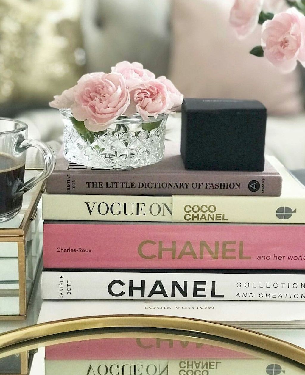 Dreamy Espresso Desk Books And Methods To Type Them Home To Z Glam Coffee Table Decor Decorating Coffee Tables Cute Home Decor [ 1261 x 1024 Pixel ]