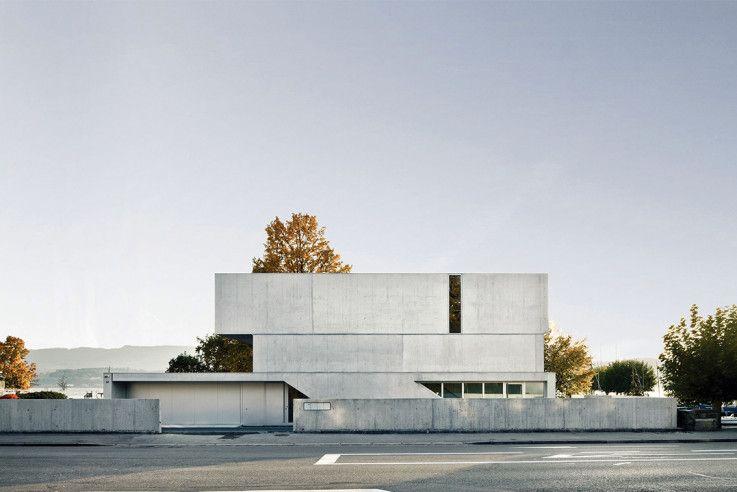 Graue eminenz architektenh user house lakefront homes for Modernes haus zurich
